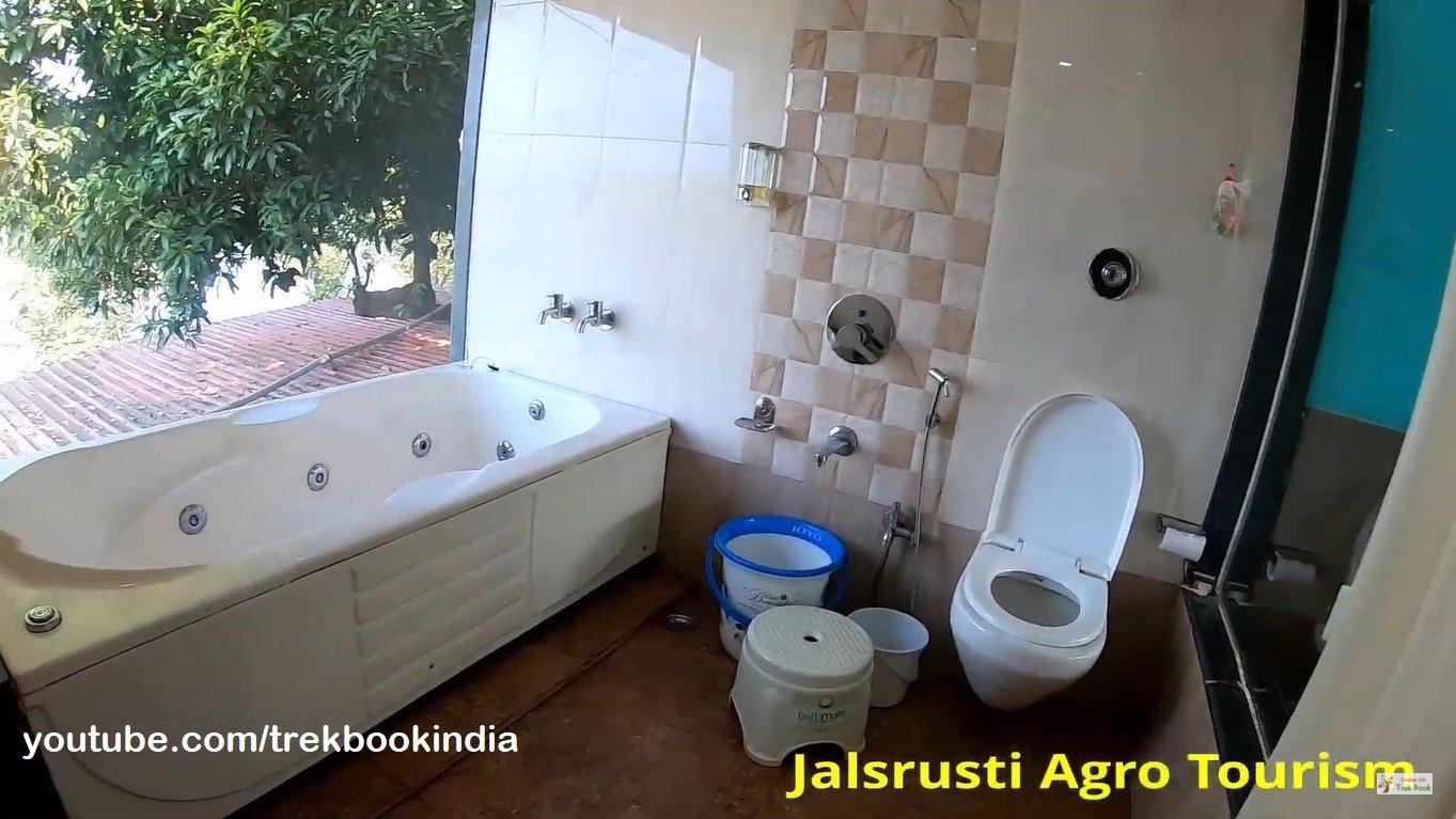 Jalsrushti Agro Tourism, Tapola, Mahabaleshwar luxury bathroom
