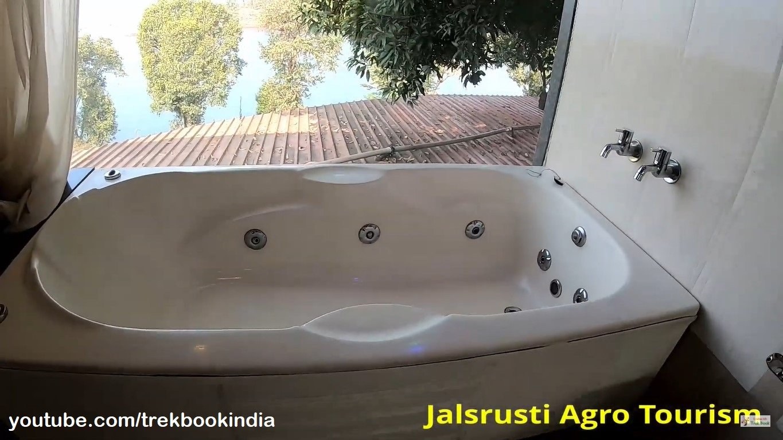 Jalsrushti Agro Tourism, Tapola, Mahabaleshwar bath tub with lake view